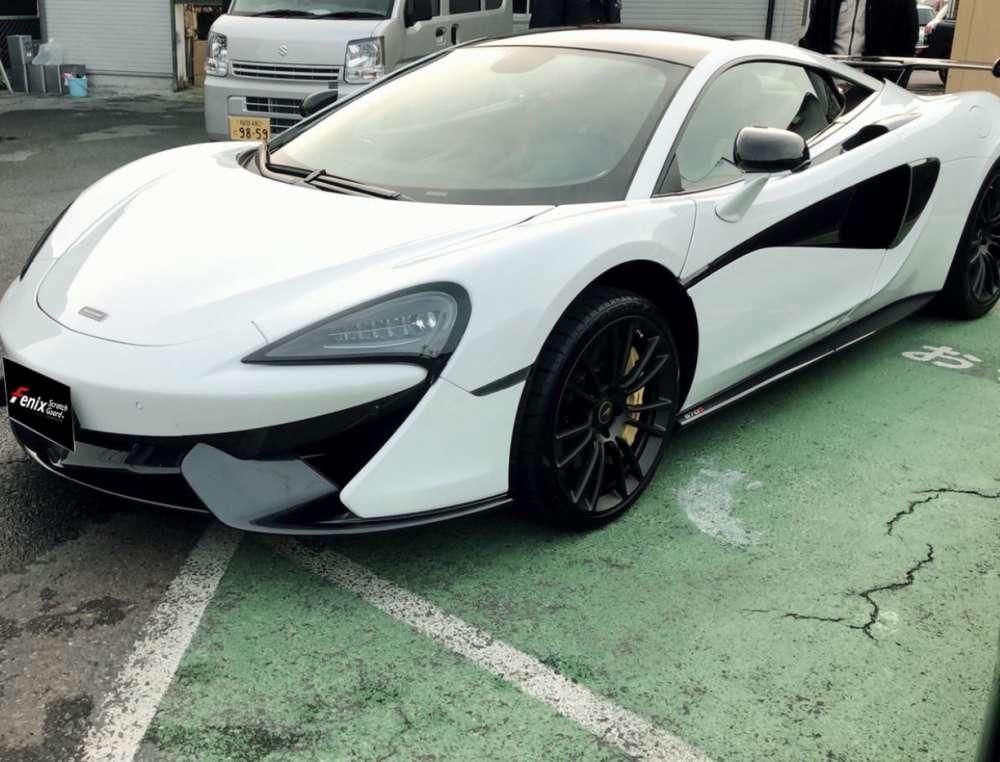 新車マクラーレンホワイトカラー
