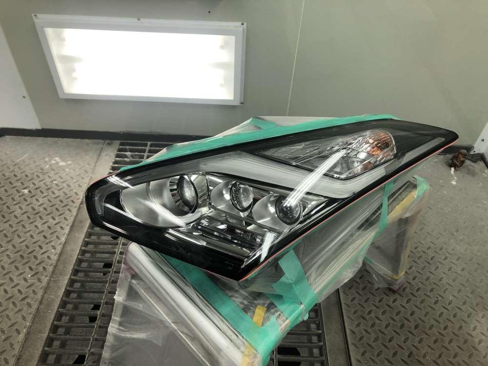 ヘッドライトを脱着して裏側までfenixクリアペイントプロテクションフィルム施工中です